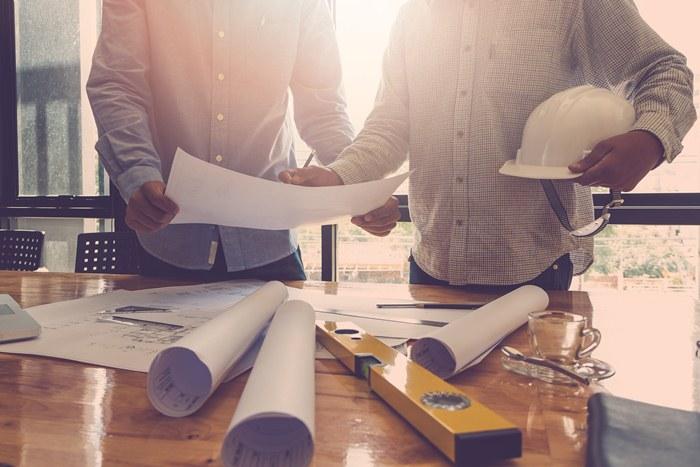 Jak zawrzeć bezpieczną umowę o prace remontowo-budowlane