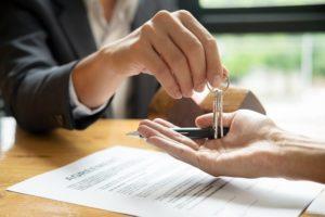 Jak bezpiecznie kupić nieruchomość? Badanie stanu prawnego nieruchomości